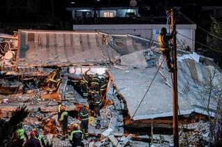 """Terremoto Albania, il bilancio definitivo è di 50 morti: """"Stop alla ricerca dei dispersi"""""""