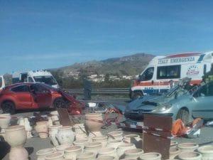 Immagine dell'incidente sulla Statale 106 (Facebook).