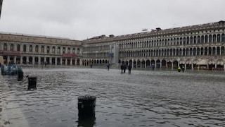 Venezia, l'acqua sale ancora: superato il metro e mezzo, seconda misura più alta nella storia