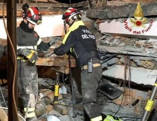 Terremoto Albania, mamma e tre figli trovati morti sotto le macerie: erano abbracciati nel letto