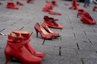 I femminicidi aumentano, ma l'Italia chiude i centri antiviolenza sulle donne
