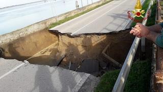 Venezia, si apre una voragine a Cavallino-Treponti: la strada scompare per 10 metri