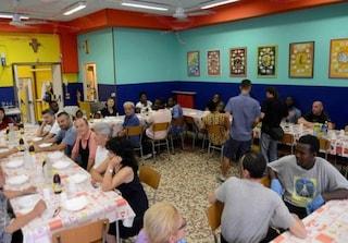 Gli studenti sospesi a scuola diventano volontari della Caritas: succede a Parma