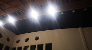 Maltempo, tromba d'aria fa crollare tetto di una palestra a Lauria: ci sono feriti