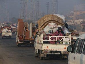Decine di migliaia di sfollati siriani sono in fuga verso la Turchia (White Helmets)