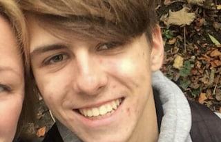 Gira velocemente la testa, collassa e muore: la tragedia del 17enne Ben