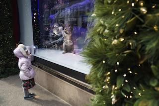 Paura a Livorno, bimba di 13 mesi ingerisce un addobbo di Natale e rischia di soffocare