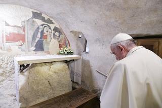 """Papa Francesco: """"Riscoprire il presepe e prepararlo nelle piazze e nelle scuole"""""""