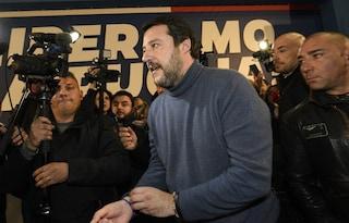 """""""Senti che puzza, arrivano i napoletani"""": Salvini e la condanna per razzismo per un video del 2009"""