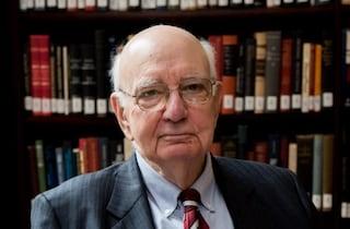 Morto Paul Volcker, guidò la Federal Reserve negli anni Ottanta: aveva 92 anni