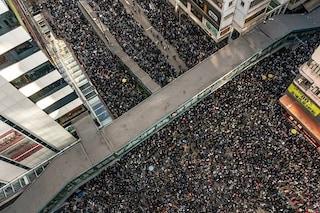 Hong Kong, 800mila in piazza: trovata ai manifestanti una pistola e 150 proiettili