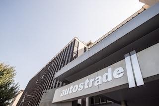"""Concessioni, Autostrade lancia un piano da 7,5 miliardi e tenta la """"pacificazione"""" con il governo"""