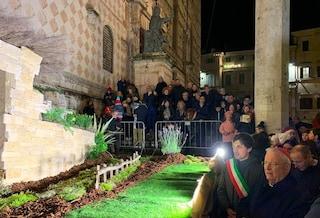 """Nel presepe di Perugia ci sono anche i bimbi annegati in fondo al mare: """"C'è posto per tutti noi"""""""