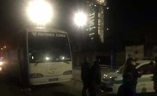 Monopattino contro bus a Torino, 25enne è grave. L'incidente forse causato da un ladro