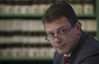 Umbria, bufera sull'assessore Coletto (Lega): condannato per razzismo per un volantino sui rom