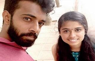 Le famiglie ostacolano il loro amore e li minacciano, fidanzati si impiccano in un bosco in India
