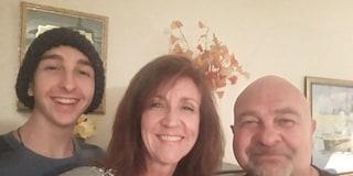Usa, il dramma di una famiglia: papà, mamma e figlio 17enne combattono contro il cancro