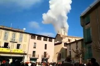 Spagna, fuochi pirotecnici fuori controllo durante la festa tradizionale: 14 feriti, tre gravi