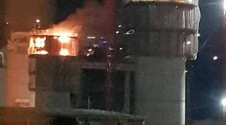 Genova, incendio nel cantiere del Ponte Morandi: a fuoco una parte del nuovo viadotto