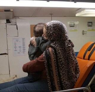 La Alan Kurdi approda a Pozzallo: a bordo 32 migranti tra cui bambini e una donna incinta