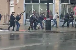 """Sparatoria a Jersey City in un negozio: """"Almeno sei morti, uccisi anche due sospettati"""""""