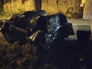 Verona, imprenditore di 55 anni perde il controllo della sua auto e si schianta. Inutili i soccorsi