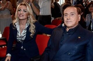 """La fidanzata di Berlusconi approva le Sardine. La replica: """"Benvenuta, ma si discosti da sovranismo"""""""