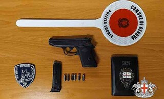 Genova, 17enne spara sulla folla. Panico al luna park, ma la pistola è un giocattolo