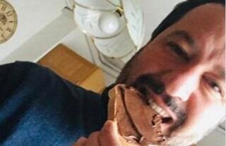 """Ora Salvini se la prende anche con la Nutella: """"Contiene nocciole turche, meglio il cibo italiano"""""""