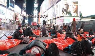 Big Sleep out, la notte per i senzatetto: in migliaia a dormire in strada con i clochard