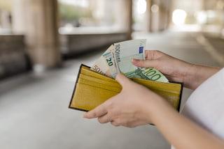 Cosenza, trovano una borsa con 500 euro e la portano dai carabinieri: era la paga di una badante