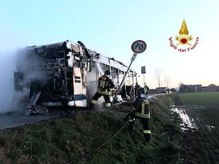 Terrore a Venezia, l'autobus va a fuoco: autista eroe mette in salvo tutti i passeggeri