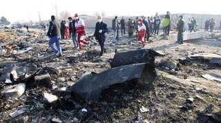 """Iran, l'aereo ucraino aveva preso fuoco in volo prima di precipitare: """"Dobbiamo rientrare"""""""
