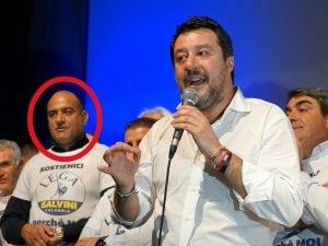 Matteo Salvini sul palco di Crotone con, accanto, Battaglia