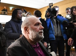 Abusi sessuali su decine di scout tra i 7 e 15 anni d'età: Padre Bernard Preynat rischia 10 anni