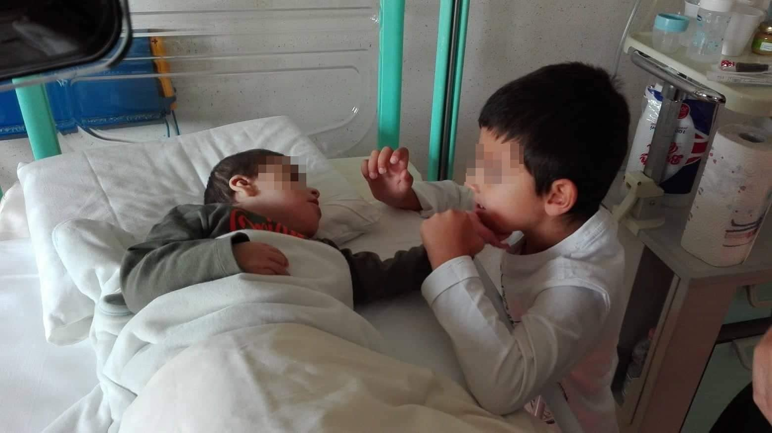 I due fratellini insieme.