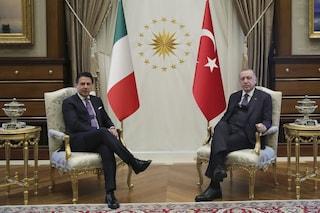 """Libia, l'appello di Conte ed Erdogan: """"Urgente un cessate il fuoco permanente, stop escalation"""""""