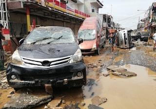 Capodanno con alluvione in Indonesia, almeno 21 morti a Giacarta