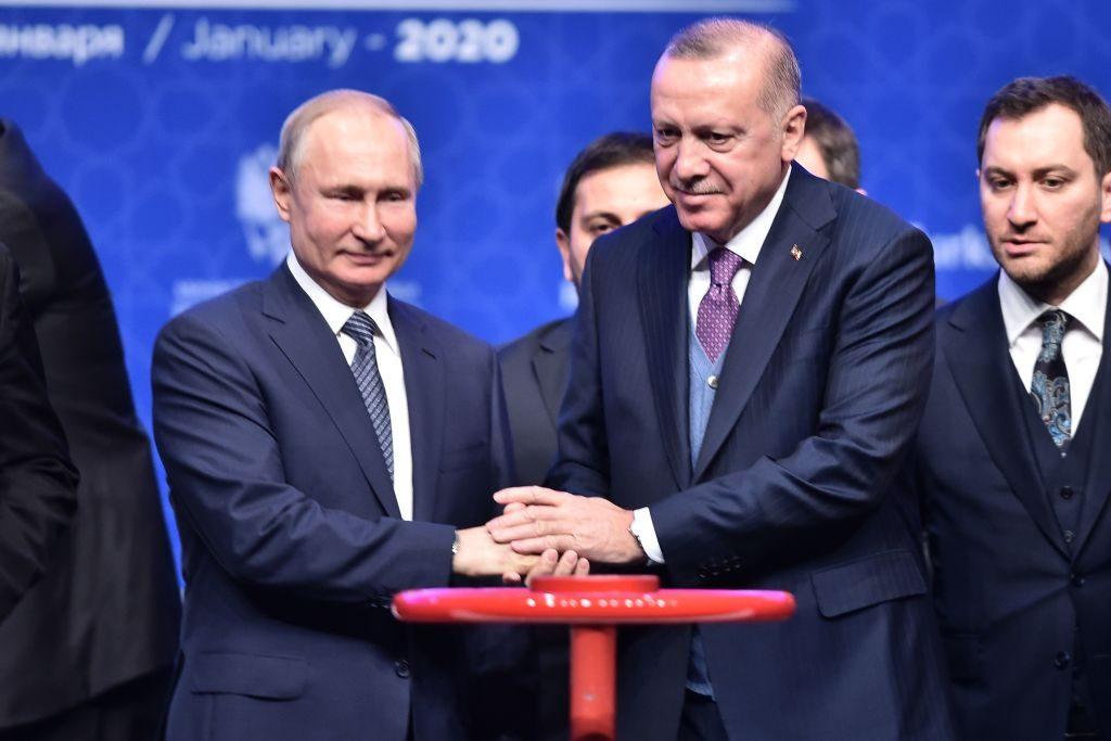 Il presidente turco Erdogan con il suo omologo russo Vladimir Putin durante il vertice celebrato a Istanbul l'8 gennaio 2020 (Gettyimages)