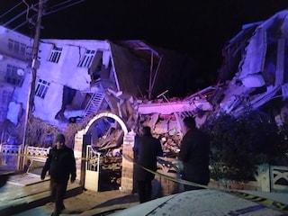 Forte terremoto in Turchia, scossa di magnitudo 6.8: almeno 14 morti