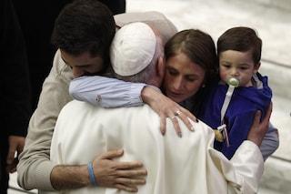 """Papa Francesco: """"Se in chiesa un bambino ha fame allattatelo, anche alla Cappella Sistina"""""""