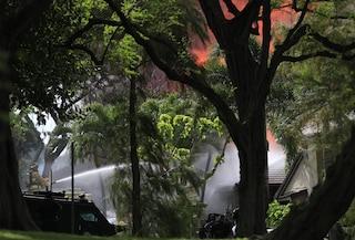 Hawaii: sotto sfratto accoltella la proprietaria, uccide 2 agenti e dà fuoco a 12 case