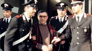 Mafia, il boss Bagarella aggredisce e morde all'orecchio un agente penitenziario