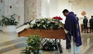 Funerali Giovanni Custodero, un elmo sulla bara per l'addio al guerriero. Il suo ultimo messaggio