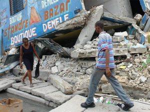 Una strada di Port–au–Prince, capitale di Haiti, distrutta dal terremoto del 12 gennaio 2010 (International Rescue Committee)