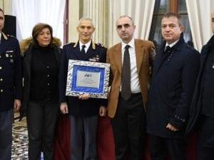 Al centro, Andrea Rasi che riceve un premio.