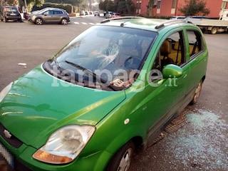 Bologna, danneggiata l'auto della donna che ha accompagnato Salvini dal presunto spacciatore