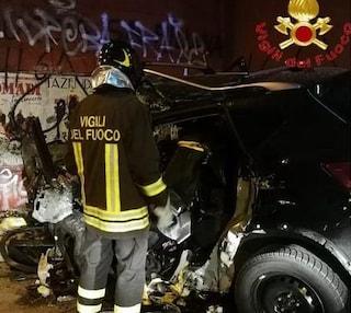 San Teodoro, si schianta contro il muro in galleria: auto distrutta, muore 23enne