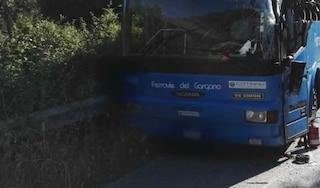 Foggia, scontro tra autobus Ferrovie del Gargano e vettura: auto schiacciata, due morti