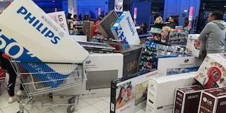 Francia, tv da 400 euro vendute per errore a 30. Ressa di clienti, interviene polizia antisommossa